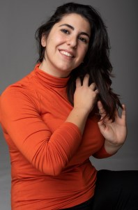 Paula Luna_naranja cuello vuelto 1