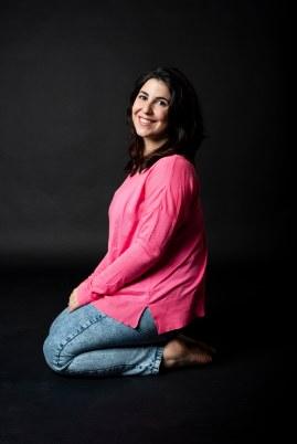 Paula Luna_rosa rodillas